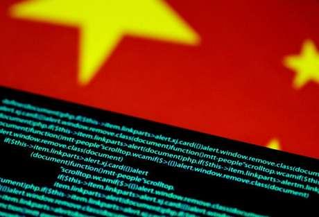 Bandeira chinesa e códigos de computação, em imagem ilustrativa 12/07/2017 REUTERS/Thomas White