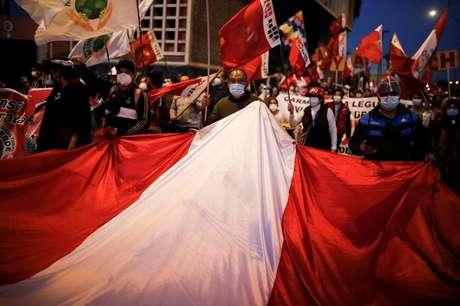 Apoiadores de Pedro Castillo protestam contra demora para divulgação do resultado da eleição presidencial do Peru 06/07/2021 REUTERS/Sebastian Castaneda