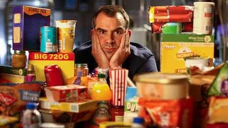 No Reino Unido, acredita-se que mais da metade da energia obtida dos alimentos consumidos venha de produtos ultraprocessados