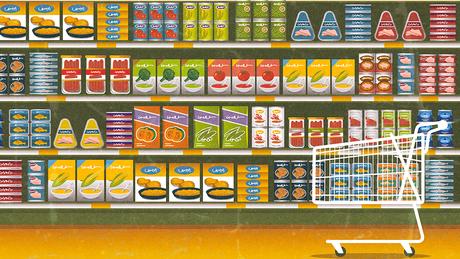No supermercado, alimentos ultraprocessados costumam ser encontrados em embalagens coloridas, empilhados nas prateleiras a nível dos olhos ou perto do caixa