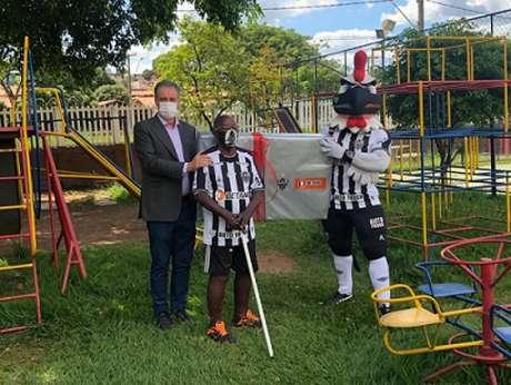 Ubaldo recebeu recentemente uma TV nova para ver os jogos o Galo após mobilização de torcedores nas redes sociais-(Divulgação/Atlético-MG)