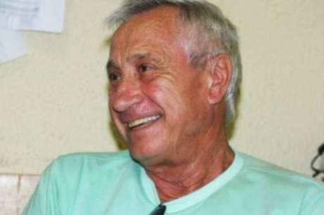 Padre italiano Lino Allegri está afastado por segurança