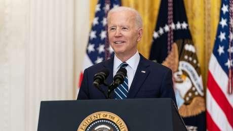 """Joe Biden, presidente dos EUA, afirmou que redes sociais como o Facebook estão """"matando pessoas"""""""