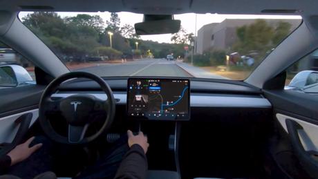 Tesla em modo Full Self-Driving