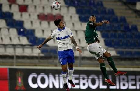 O Palmeiras venceu a Universidad Católica por 1 a 0 no jogo de ida (Foto: PABLO SANHUEZA / POOL / AFP)