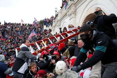 Apoiadores do ex-presidente norte-americano Donald Trump protestando em Washington, EUA 06/01/2021 REUTERS/Shannon Stapleton/Foto de Arquivo