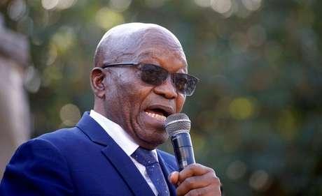 Ex-presidente da África do Sul Jacob Zuma discursa para apoiadores após comparecer a tribunal em Pietermaritzburg 17/05/2021 REUTERS/Rogan Ward