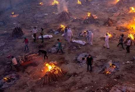 Cremação de corpos de pessoas que morreram de Covid-19 em Nova Délhi 23/04/2021 REUTERS/Danish Siddiqui