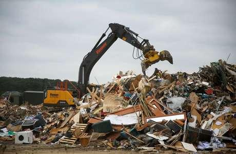 Escombros são recolhidos em área atingida por enchentes na Alemanha 19/07/2021 REUTERS/Leon Kuegeler