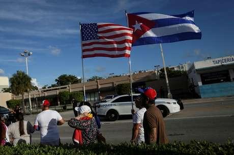 Bandeiras de EUA e Cuba em Miami  18/7/2021  REUTERS/Marco Bello