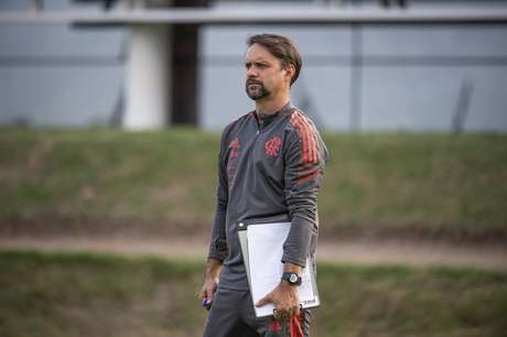 Maurício Souza agora faz parte da comissão permanente do time profissional (Foto: Alexandre Vidal/Flamengo)