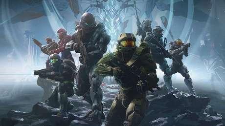 Mastechief carrega o Xbox para o tiroteio