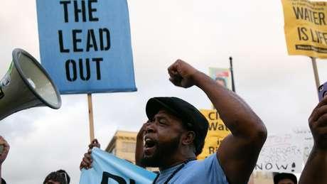 Protestos em Newark em 2019 por causa dos altos níveis de chumbo na água de canos de chumbo