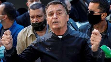 Bolsonaro acusa Ramos de ser o responsável pelo fundão de R$ 5,7 bilhão, enquanto o deputado diz que valor foi acordado por líderes do governo sem sua participação