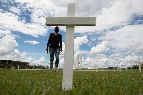 Mortes no Brasil apresentam queda, mas ainda estão em patamar altíssimo