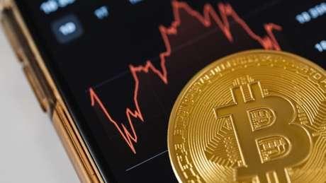 Bitcoin encosta nos US$ 29 mil, seu pior preço desde 20 de junho