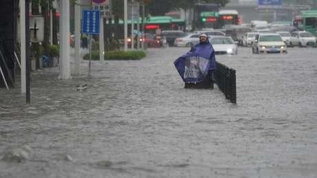 Zhengzhou teve em três dias chuvas equivalente à média de um ano