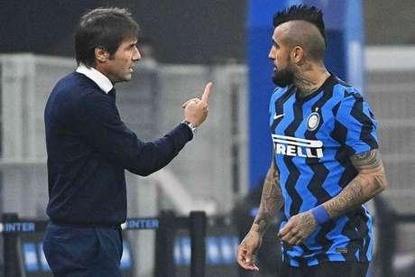 Sem Conte, Vidal está mais próximo de uma saída da Inter de Milão (Foto: VINCENZO PINTO / AFP)