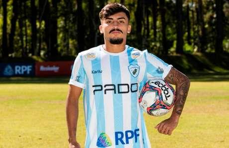 Lucas Lourenço foi apresentado pelo Londrina nesta terça-feira (Foto: Ricardo Chicarelli/ Londrina EC)