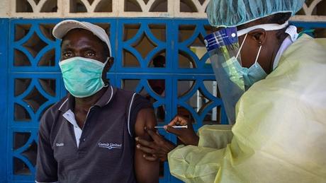 No Zimbábue, apenas 4% dos cidadãos receberam duas doses da vacina contra a covid-19