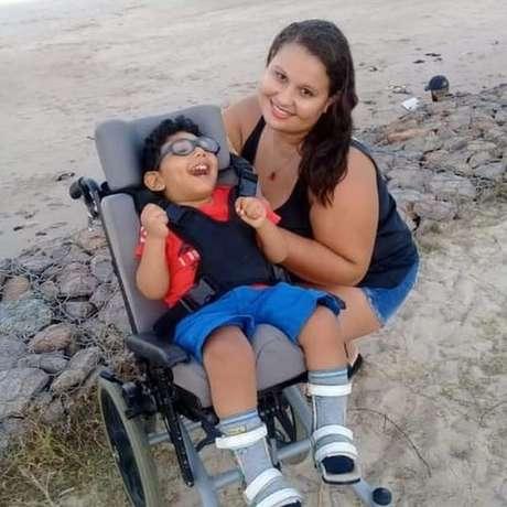Ana Maria Pereira abandonou o emprego de babá para assumir os cuidados do sobrinho