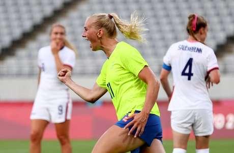 Stina Blackstenius comemora gol marcado na vitória da Suécia sobre os Estados Unidos na Olimpíada de Tóquio 2020  21/07/2021 REUTERS/Edgar Su