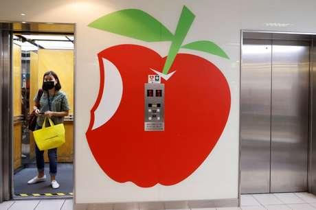 Logo do jornal Apple Daily é visto na sede do grupo de mídia Next Digital, em Hong Kong 23/06/2021 REUTERS/Tyrone Siu