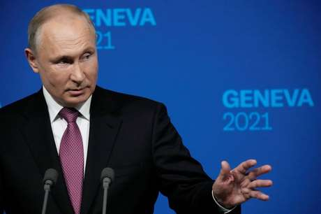 Presidente russo, Vladimir Putin, dá entrevista coletiva após cúpula com presidente dos EUA, Joe Biden 16/06/2021 Alexander Zemlianichenko/Pool via REUTERS