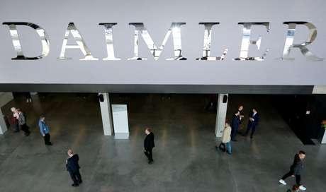 Logo da Daimler fotografado em Berlim, Alemanha  05/04/2018 REUTERS/Hannibal Hanschke