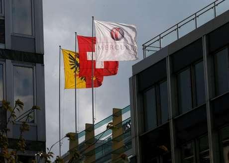 Bandeira com o logo empresa de commodities Mercuria em Genebra 11/10/2016/Denis Balibouse
