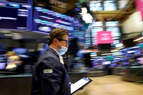 Operador trabalha na Bolsa de Nova York, na cidade de Nova York, EUA 21/07/2021 REUTERS/Brendan McDermid