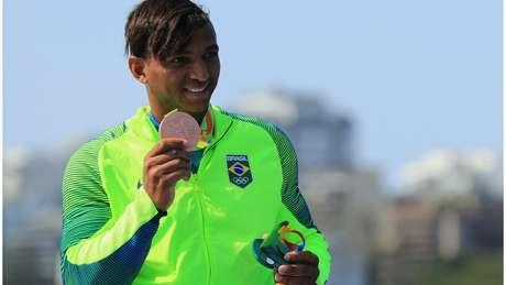 Isaquias Queiroz é o único atleta brasileiro na história a ter conquistado três medalhas olímpicas em uma única edição dos Jogos