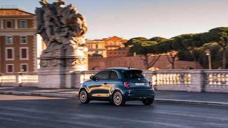 Novo Fiat 500 elétrico oferece autonomia de até 320 km.