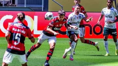 Último jogo com todos os titulares foi na Supercopa (Foto: Marcelo Cortes/Flamengo)