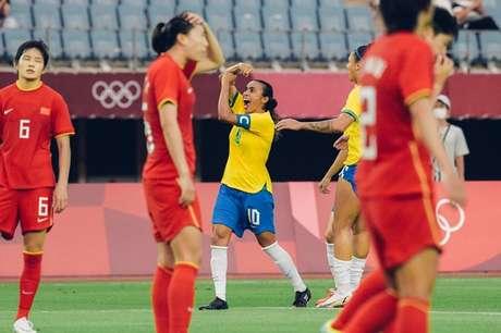 Marta faz a letra T em comemoração ao segundo gol do Brasil contra as chinesas Sam Robles/CBF