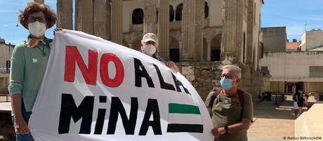 """Moradores de Cañaveral promoveram passeata de 8 km de """"não à mina"""""""