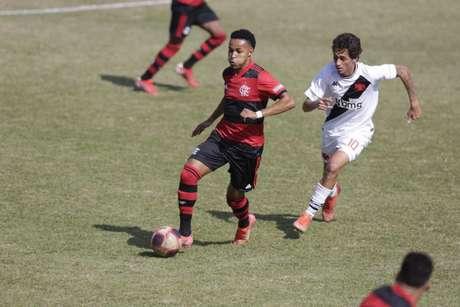 Lázaro em ação pelo Flamengo no clássico contra o Vasco (Foto: Gilvan de Souza/Flamengo)
