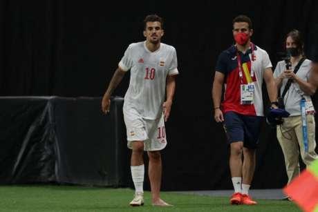 Ceballos saiu após levar um pisão no tornozelo no empate entre Espanha e Egito (ASANO IKKO / AFP)