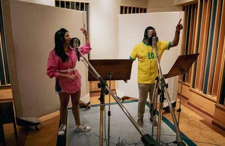 """""""Quando contei com o 'sim' do Xande, sabia que a música iria voar"""", diz Gabi Fernandes (Foto: Marina Biava)"""
