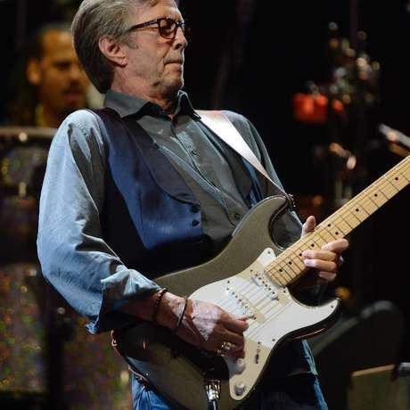 Eric Clapton, 76, não irá se apresentar em locais que exijam vacinação dos fãs