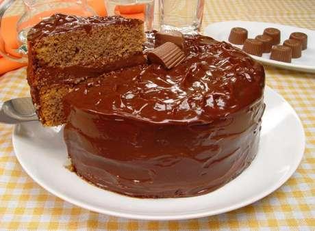 Guia da Cozinha - Fuja do tradicional com o bolo Alpino® molhadinho