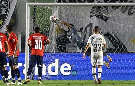 Santos venceu o primeiro jogo na Vila Belmiro por 1 a 0 (Foto: AFP)