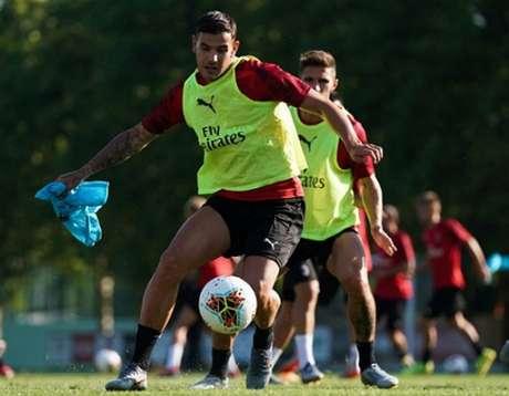 Milan busca renovar contrato de Theo Hernandez (Foto: Reprodução)
