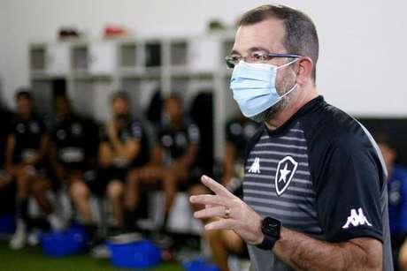 Enderson Moreira na primeira conversa com os jogadores nesta quarta=feira (Foto: Divulgação/Botafogo)