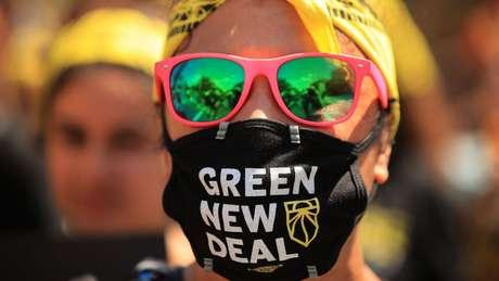 Nos Estados Unidos, parte do partido Democrata defende um 'Green New Deal': usar a transição para uma economia de baixo carbono para gerar empregos de qualidade