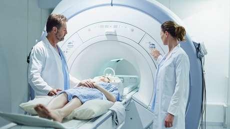 Estudos que avaliem exames de imagem do cérebro ajudarão a entender o que a covid-19 causa nesse órgão