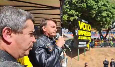 Presidente Jair Bolsonaro discursa a apoiadores no final de motociata em Presidente Prudente (SP) neste sábado, 31.