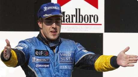 Fernando Alonso celebrando su primera victoria en F1 en el GP de Hungría en 2003.
