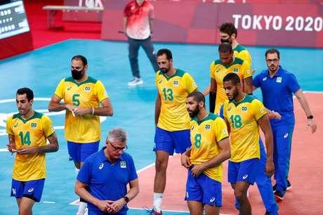 Jogadores da seleção brasileira após derrota para a Rússia na Olimpíada de Tóquio 05/08/2021 REUTERS/Carlos Garcia Rawlins