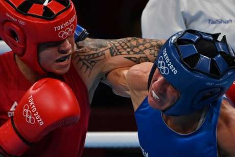 Bia Ferreira vence finlandesa e vai à final do boxe nos Jogos Olímpicos (LUIS ROBAYO/AFP)
